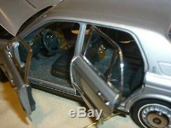 A Franklin mint of a scale model of a 1998 Rolls Royce Silver Seraph. Boxed