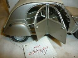 A Franklin mint scale model of a 1951 Citroen 2CV. Not in the original box