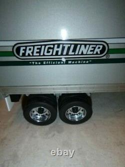 A Franklin mint scale model of a 1979 Freightliner with trailer. Boxed