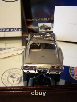 FRANKLIN MINT 1/24 1968 SILVER CHEVROLET CORVETTE With TOP AND DOCS VERY NICE