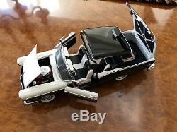 Franklin Mint 124 1957 Ford Fairlane Skyliner 500 2 Tone Black & White