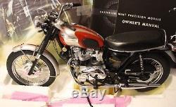 Franklin Mint 1969 Triumph Bonneville 110 Diecast with Helmet & Goggles