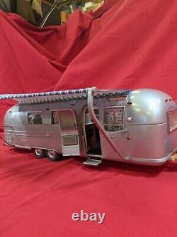 Franklin Mint B11UK22 1968 Airstream Land Yacht Travel Trailer Diecast